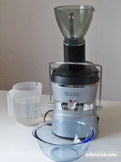 1 lt di acqua, centrifuga e recipiente per raccolta latte soia