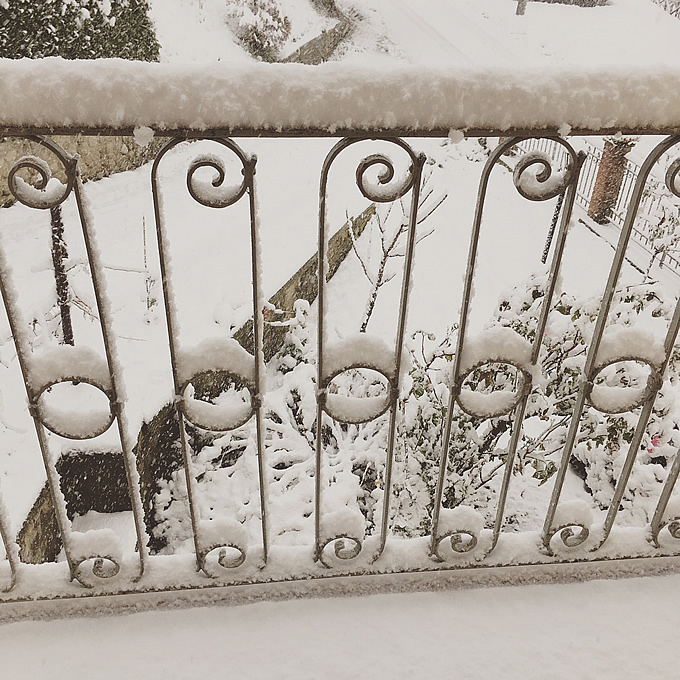 neve all'apertura del balcone