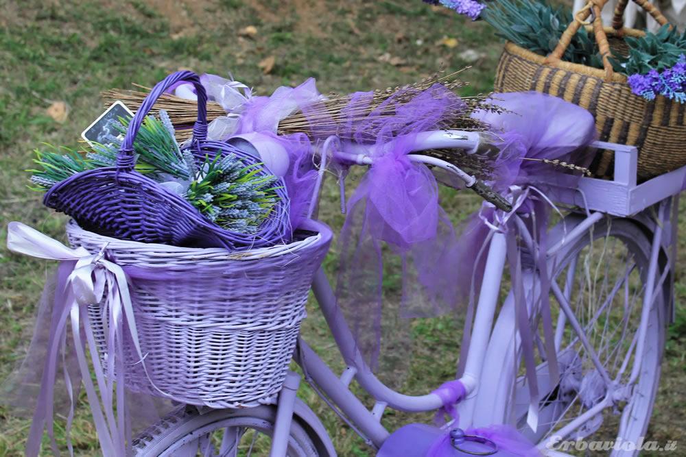 Giardino Jacquard -  Installazione bicicletta lilla