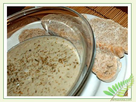 crema di ceci alle erbe con due fette di pane