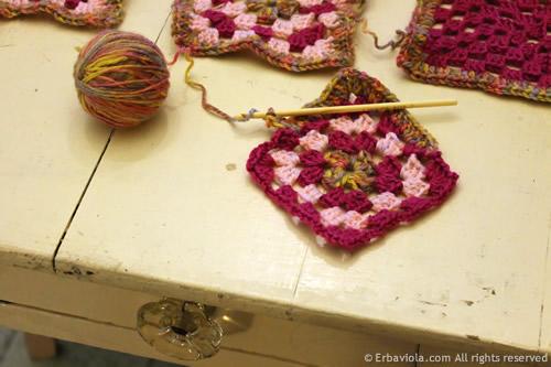 Crochet therapy - crochet granny style - Erbaviola.com