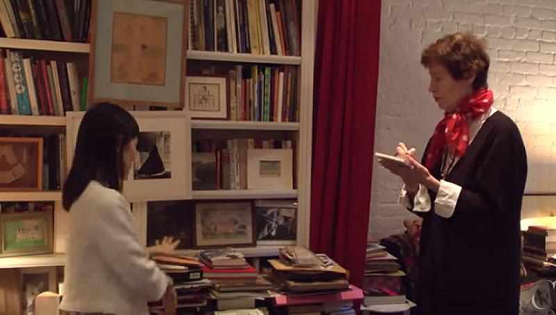 Marie Kondo spiega a Wendy Goodman, design editor del New Yorker, come mettere in ordine il suo spazio... le espressioni della Goodman sono esilaranti.