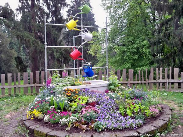 Ortinparco 2012 -  fontana di annaffiatoi