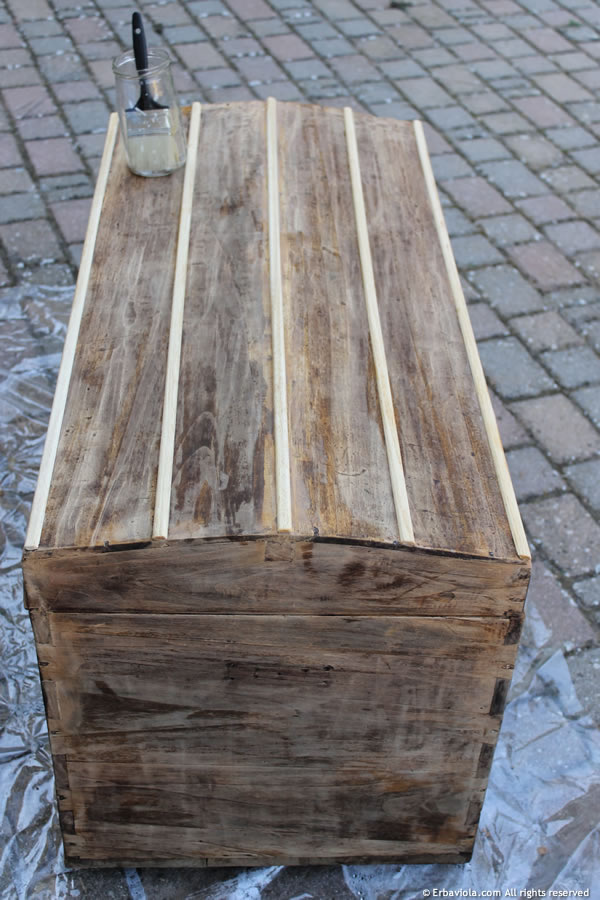 Come restaurare un vecchio baule seconda parte - Restaurare un mobile in legno ...