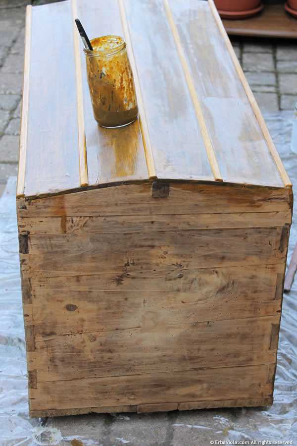 Come restaurare un vecchio baule terza parte erbaviola - Baule come tavolino ...
