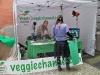 Julia e Massimo con lo stand di Veggie Channel
