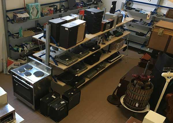 La zona dedicata a giradischi, amplificatori e impianti stereo