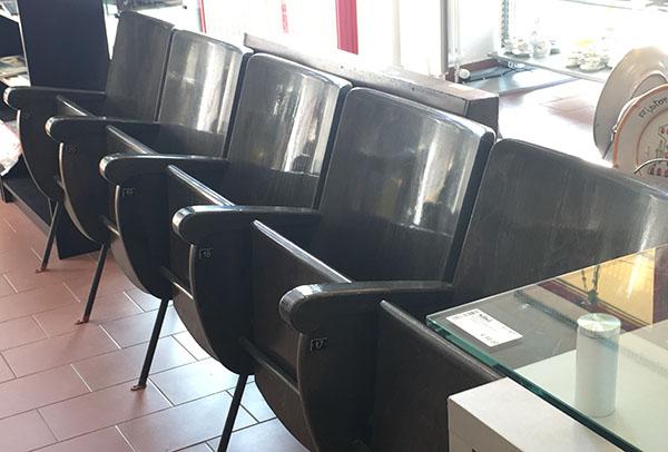 Poltroncine del vecchio cine-teatro di Fidenza