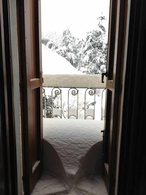 apertura balcone con la neve