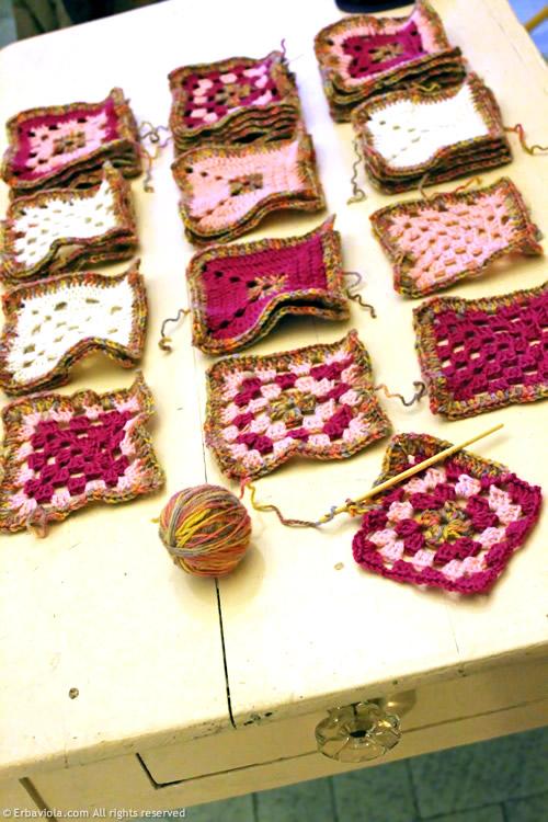 Crochet therapy - baby blanket - granny style Erbaviola.com