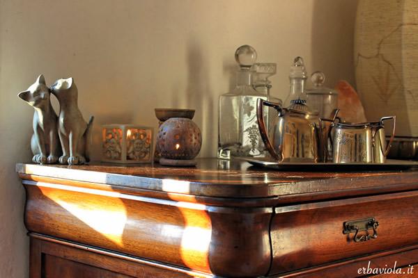 mobile in legno massello restaurato