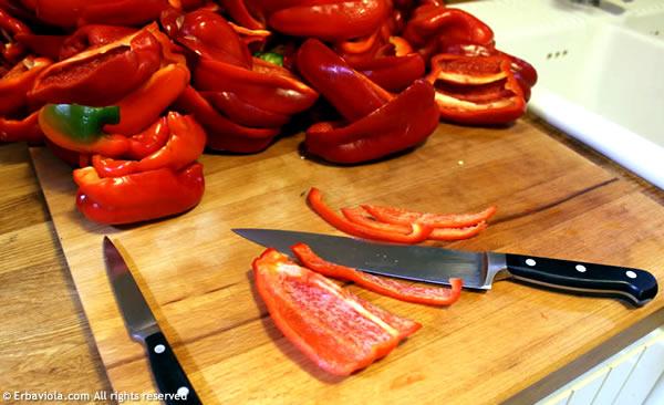 la santa pazienza per listellare 15 kg di peperoni!!! - erbaviola.com