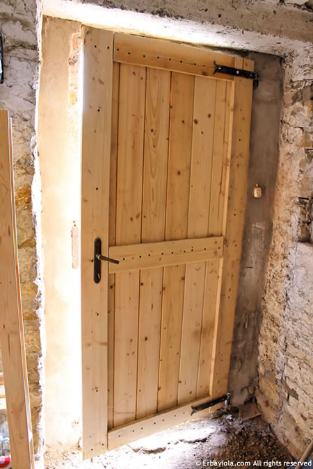 nuova porta della ex stalla