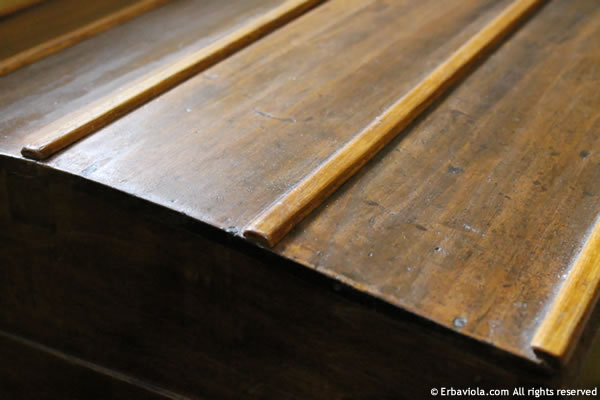 particolare delle parti nuove in legno, antichizzate