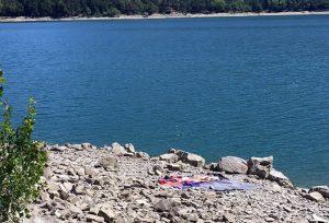 semplicità: due teli da mare e basta, la bellezza della natura